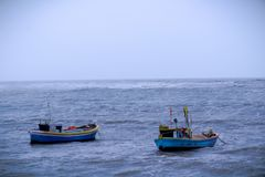 Två fartyg i Arabianet Sea nära mumbai, Indien arkivbilder