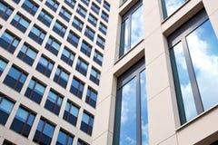 Två fasader av kontorsbyggnad Royaltyfria Bilder