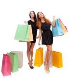 Två flickor med shoppingpåsar Fotografering för Bildbyråer