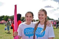 Två flickor på loppet för livhändelse Fotografering för Bildbyråer