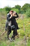 Två flickor utanför Arkivbild