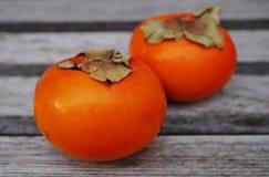Två frukter för apelsinpersimonkaki Arkivfoton