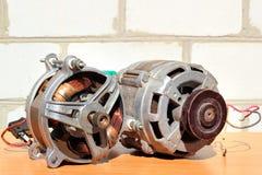 Två gamla elektriska motorer royaltyfri foto