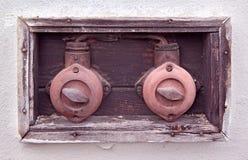 Två gamla elektriska säkerhetsbrytare Fotografering för Bildbyråer