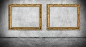 Två gamla guld- ramar royaltyfria foton