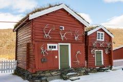Två gamla kabiner Hjerkinn Royaltyfri Bild