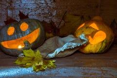 Två glödande halloween pumpor Royaltyfri Bild