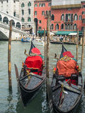 Två gondoler i Venedig Royaltyfri Bild