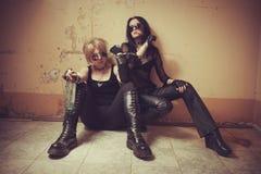 Två gotiska babes royaltyfri bild