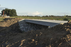 Två-gränd brokonstruktion Arkivbilder