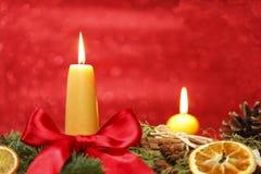 Två gula stearinljus Royaltyfria Foton