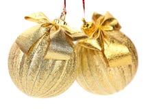 Två guld- bollar för julgranen. royaltyfria foton