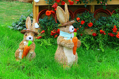 Två gulliga lilla easter kaniner Royaltyfri Fotografi