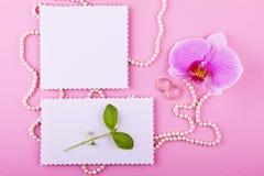 Två hälsningkort på rosa bakgrund Mjuk uppsättning i rosa färg- och lilasignaler Royaltyfria Foton