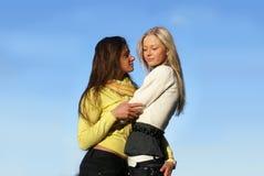Två härliga flickor Arkivbild