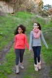 Två härliga flickor som tar en gå Royaltyfria Foton
