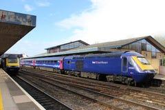 Två hög hastighetsjärnvägdrev i den Oxford stationen Arkivbild