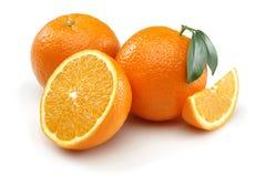 Två halv apelsin och apelsin Arkivfoto