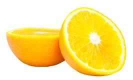 Två halvor av apelsinen isolerat Royaltyfri Bild