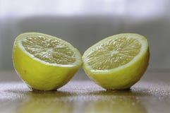 Halva en citron Arkivbild