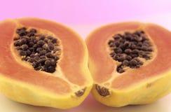 Två halvor av pawpawfrukt Fotografering för Bildbyråer