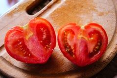Två halvor av tomaten Fotografering för Bildbyråer