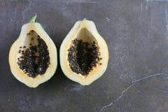 Två halvor Papaya Royaltyfri Foto