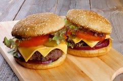 Två hamburgare Royaltyfri Fotografi