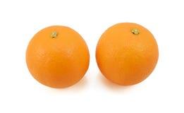 Två hela mogna apelsiner Arkivfoto