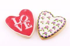 Två hjärta-formad kaka Arkivfoto