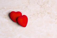 Två hjärtor tillsammans på valentin dag Fotografering för Bildbyråer