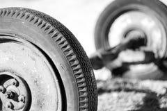 Två hjul Gray Scale Composition arkivfoto