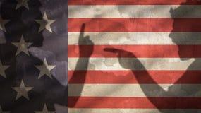 Två ilskna män skuggar att skrika på de flagga USA Royaltyfria Foton