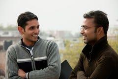 Två indiska unga lyckliga folk Arkivfoto