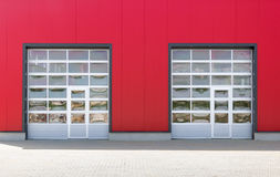 Två industriella dörrar Arkivbilder