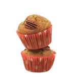 Två isolerade muffin för pecannötmutter Arkivfoton