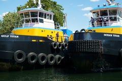Två jättegruppbogserbåtar Royaltyfria Foton