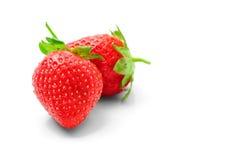 Två jordgubbar på en vit bakgrund Arkivfoto