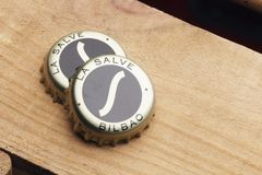Två kapsyler av öl för Lasalvaoriginal Arkivbild