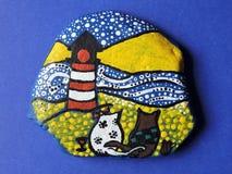 Två katter och fyr som målas på stenen Royaltyfria Foton