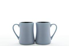 Två keramiska kopp med handtaget Fotografering för Bildbyråer