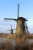 Två Kinderdijk väderkvarnar Arkivfoton
