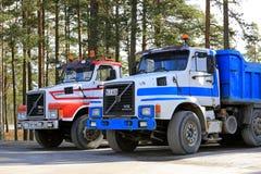 Två klassiska Volvo N12 lastbilar Royaltyfri Foto