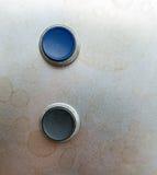 Två knappar på metall Arkivbild