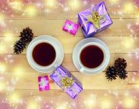 Två koppar av den varma drycken Te Kaffe Time för kommunikation Royaltyfri Foto