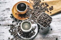 Två koppar av starkt kaffe royaltyfri fotografi
