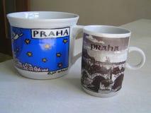 Två koppar från Prague arkivfoto