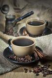 Två koppar kaffe med kryddor Fotografering för Bildbyråer