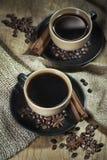 Två koppar kaffe med kryddor Arkivfoton