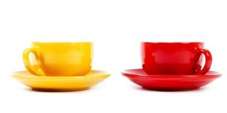 Två koppar på en vit bakgrund Arkivfoto